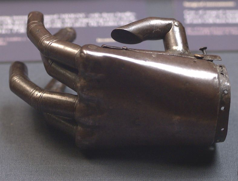 787px-Prosthetic_hand_iron_and_springs_Oxford